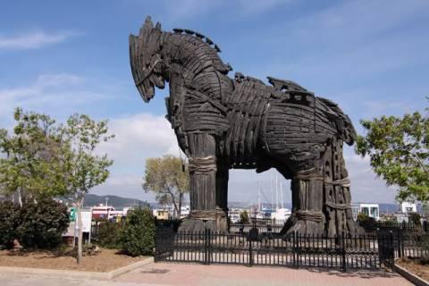 Туристическая поездка к руинам древнего города Троя (Турция)